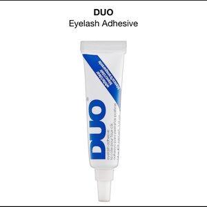 Eyelash glue CLEAR